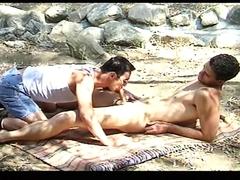 Deux gars chauds en pleine action
