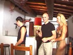 Trois mecs se tapent une vieille française salope