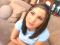 Celina Cross une jeune brunette très coquine